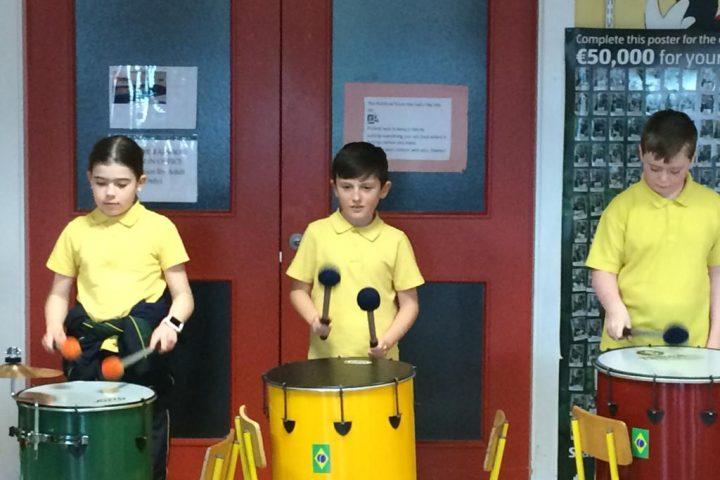 Ms Cunningham's class try Samba!